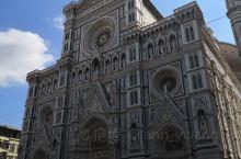 佛罗伦萨的标签是文艺复兴。它是文艺复兴之都,是中世纪欧洲最重要的文化中心。这座城市培养了诗人但丁、画