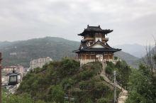 金台山,暨金台山文化旅游区位于陕西省镇安县城东侧,紧邻西康铁路镇安站,距离包茂高速镇安出口1.2公里