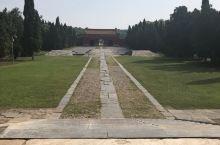 明显陵是明世宗嘉靖皇帝的父亲恭睿献皇帝朱祐杬、母亲慈孝献皇后的合葬陵。