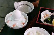 日本,下吕温泉汤之岛馆。丰盛的早餐。