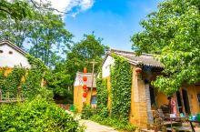 河沟古村落,河南省三门峡卢氏县新坪村。在旅游开发前,它还是一个贫穷的小山村,经过两三年的旅游发展,贫