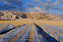 早晨摸黑  从日土县城出来往东 藏北无人区的荒野 日出时刻 壮丽绚烂
