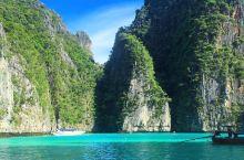 适合游山玩水的碧水青山——霹雷湾  霹雳湾又名碧绿湾,在小皮皮的东边,这里的水质清澈见底碧绿色的湖水