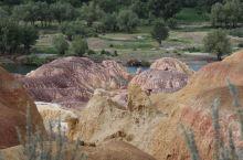 额尔齐斯河,一河两岸完全不同的风光,一边戈壁沙漠,一边郁郁葱葱生机勃勃。