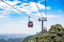 你知道世界上最长的索道在哪里吗?它就是位于贵州六盘水市梅花山旅游景区内的梅花山索道,这条索道全长9.