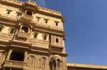 印度的黄金之城,经历的几百年的历史洗礼,依旧如此恢宏大气,被她的气派所感染。