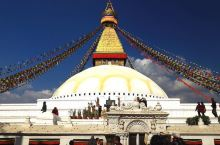 博达哈大佛塔寺庙外是繁华的街区,拥堵的交通和杂乱无章的电线让人一不小心就会错过寺庙的入口。 博达哈大