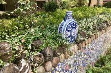 古窑民俗博览区在景德镇瓷器大道上,离开门子,宜必思酒店比较近走路10分钟左右。近景区一段探古窑路,每