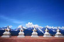 """梅里雪山地处西藏察隅与云南德钦交界处,别称太子雪山,汉名为""""药山"""",藏区称为""""绒赞卡瓦格博"""",山中盛"""