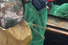 渔民出海打捞