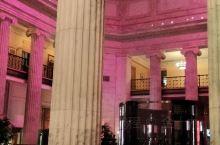 酒店大堂,立柱有特色