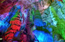 柞水溶洞国家地质公园位于陕西省商洛市柞水县城南13公里的石瓮镇,距西安79公里。溶洞风景区包括佛爷洞
