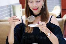 中国经过数千年的发展,不少保留下来的传统节日,国人总会吃一些特定的美食应节。例如清明吃青团、端午吃粽