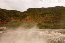 壶口瀑布是中国第二大瀑布,世界上最大的黄色瀑布[3][4][5][6][7]。黄河奔流至此,两岸石壁