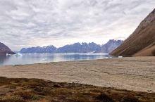 若世上真有仙境、一定是格陵兰岛... 格陵兰岛,世界上最大的岛屿。冰川环绕的丹麦峡湾口、突现一个美丽