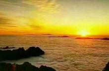 黄山云海。是天地造化,大自然的鬼斧神工。似海非海,山峰云雾相幻化,意象万千缥缈沉浮,堪称奇绝。