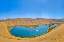 巴丹吉林沙漠,号称沙漠里面的珠穆朗玛,行走在高大的沙丘间,就好像穿行在祁连山谷间。里面众多的海子也是