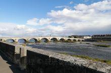 卢瓦尔河,虽然水很浅了,但还是比较壮观的