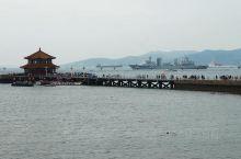 帆船与栈桥的搭配,展现青岛的别样魅力  来到青岛,不能错过的打卡地就是奥帆中心,在奥运后,青岛被冠
