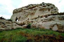 统万城完工于公元418年,是匈奴族人大夏国主赫连勃勃的杰作。至今已建成1600年。幸亏地处偏远且降水