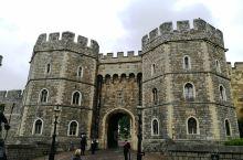 温莎城堡是英国王室最重要的行政场所和居住场所。现任的英国女王伊丽莎白二世每年有相当多的时间在温莎城堡