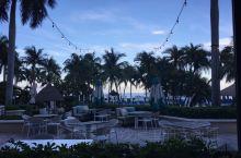 迈阿密的海滩,非常的宁静,也非常漂亮,气候非常好,而且免费对公众开放,坐在海边,可以欣赏各种各样不同