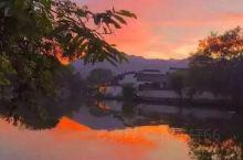 宏村    宏村,位于安徽省黄山西南麓,距黟县县城11公里,是古黟桃花源里一座奇特的牛形古村落,古取