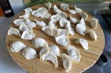 立冬吃饺子啦!北方人有个习俗,立冬,冬至的节气来临时,天气转冷,吃点肉,补补能量来御寒,也能增强体力