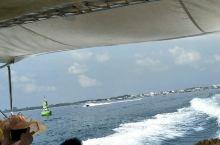 芭堤雅沙美岛,白沙纯净没有污染。可以各种水上运动。浮潜最好