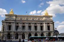 巴黎歌剧院。巴黎歌剧院也是巴黎的一景,平常都是看看外观,有机会终于入内参观,没有想到里面更是别有洞天