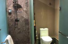 酒店设施不错,现代化的装修风格卫生间干湿分离,性价比也挺高的,最主要是早餐比以前做的更好一些了,每次