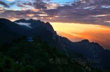 庐山,又名匡山、匡庐,位于江西省九江市庐山市境内。介于东经115°52′—116°8′,北纬29°2