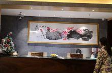 新开的酒店,房间很漂亮,早餐区特别美,可以看到七星岩湖,服务也很到位,前台到保安,店长都很亲切,非常