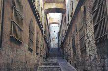 以色列拥有永恒的神圣魅力,它被世界三大宗教:犹太教、基督教以及回教视为圣地,被认为是最接近神的地方,
