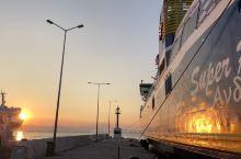 米科诺斯岛应该是希腊之行的亮点了!整个小岛的氛围浪漫而唯美,游客比圣托里尼要少很多,服务生也都很热情