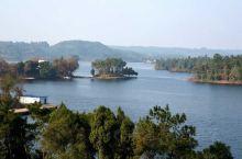 """四川省眉山市仁寿县的黑龙滩景区,北距成都60余公里,被誉为""""川西第一海"""",蓄水3.6亿立方米。在23"""