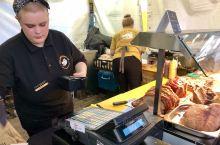 #约克烤猪汉堡#     约克是英格兰的北方重镇,历史文化名城, 这里名胜古迹众多,著名的小吃也不少