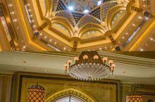 阿布扎比耗资60亿美元建造的酒店 在阿联酋首都阿布扎比,有一个顶级酒店。这个酒店耗资60亿美元建造,