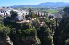 """西班牙小镇龙达,有无数赞美,""""建在云端的城市"""",""""悬崖边的白色小镇"""",""""全世界最美的小镇""""....."""