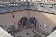 地平线下的古民居-柏社村地坑院          在陕西省三原县北部约25公里处的新兴镇,有一个建村