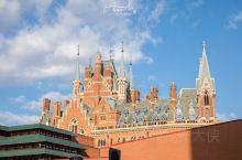 大英图书馆是世界上最大的学术图书馆之一,其建筑本身也是 英国 20世纪最大的公共建筑,是 英国 为数