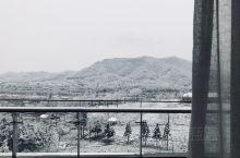 去年团建来到安吉,回想起来全都是美好的记忆。 到的时候下雪了,虽然因为雪天很多项目没有去成,可是雪为