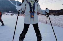 滑雪初体验,冬天要么就是到暖和的地方要不就是选择可以滑雪的,亚布力阳光度假村是国家4A级旅游景区、国