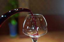 第一次来到张裕巴保男爵酒庄,近距离的感受了酒庄的大气!虽然已到冬季,但是依稀可以感觉夏天这里的枝繁叶