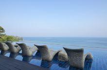 我们在这个度假酒店住了两晚,在这里能够看到海景。办理入住的Tar很贴心。酒店的房间很宽敞,有一个淋浴