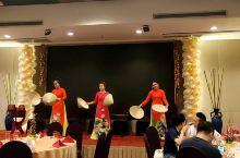 在越南西贡吃饭,看表演