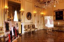 【布鲁塞尔皇宫】  这里是比利时最宏伟的建筑,也是货真价实的皇宫,至今国王还在里面办公。 先说重点