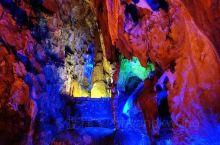 贺州紫云洞探秘 据说紫云洞是侏罗纪时期开始形成的,感觉在这里的时候,处处都可以感受到大自然变迁的痕迹