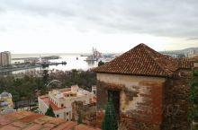 西班牙马拉加城堡(阿尔卡萨瓦堡垒)  马拉加城堡是该城的穆斯林统治者的禁宫。摩尔人用最简单的砖,结合