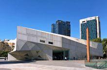 特拉维夫艺术博物馆,现代先锋艺术和古典风格画作融合在同一座极具设计感的建筑内,竟和这城市的气质一样美
